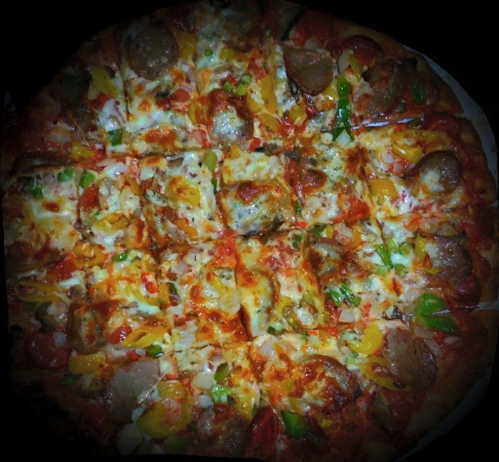 Deluze Thin Crust Pizza in Grandview